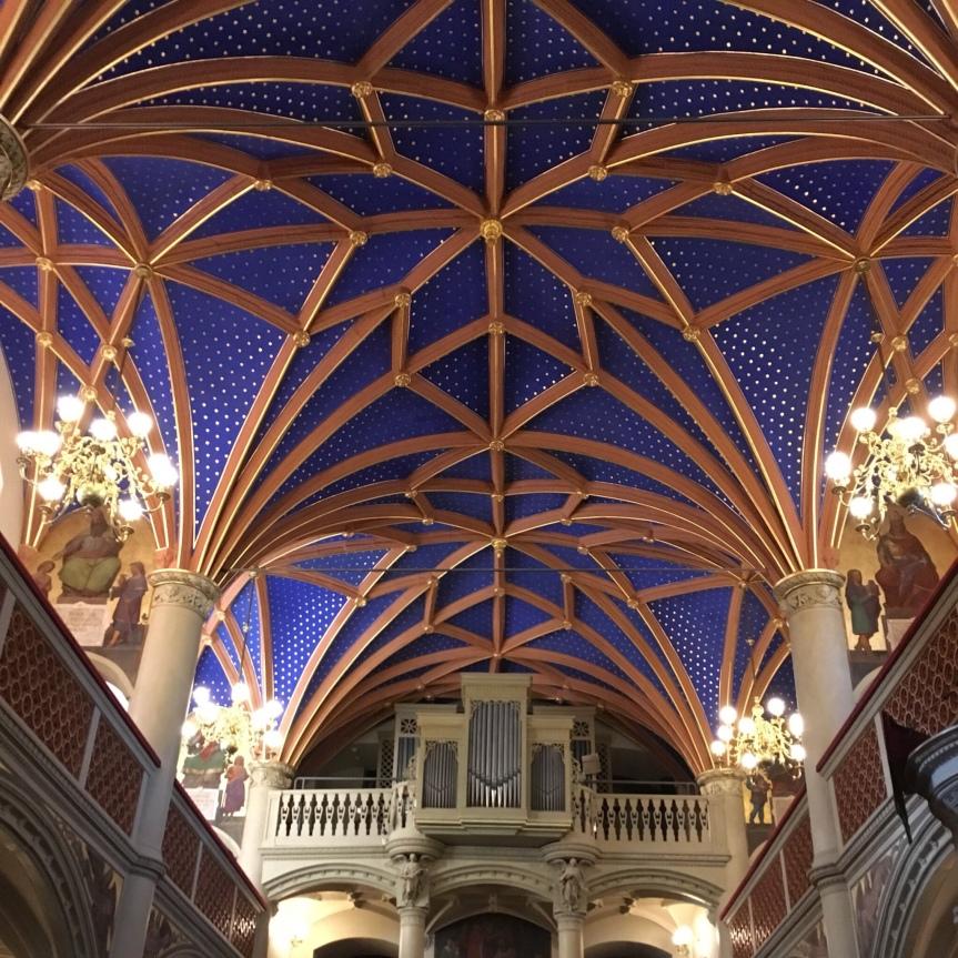 瞬く星のシュヴェリーン城内礼拝堂
