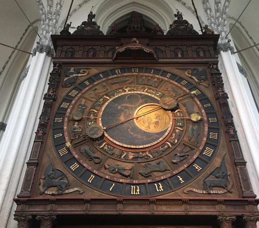 天文時計が春をお知らせいたします